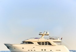 80 Ft Luxury yacht rental  starts from AED 1253