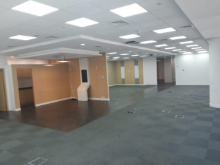 Luxury office Chiller free emaar square 3239 sq ft for rent i downtown