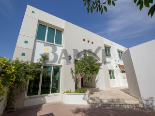 Outstanding Space - 4 Bed Villa Close to the Beach