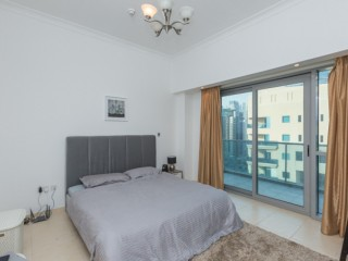 EN-SUITE MASTER ROOM WITH BALCONY IN AN AMAZING APARTMENT WITH FRIENDLY PEOPLE IN MARINA ON JBR SIDE